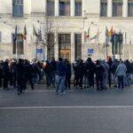 Ultima zi înainte de carantină, la Timișoara. Protest cu aprindere de măști și sloganuri anti-Fritz / FOTO+VIDEO