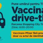 Vaccinare din mașină la Timișoara. Centru drive-thru în parcarea unui mall